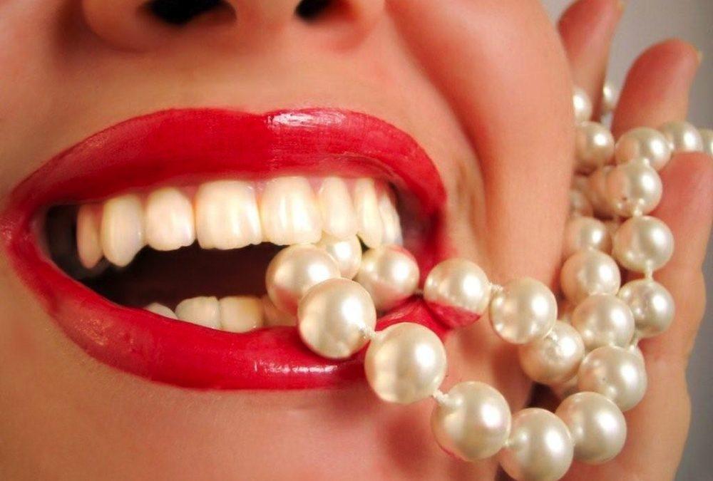 لبخند زیبا با دندان های مرواریدی